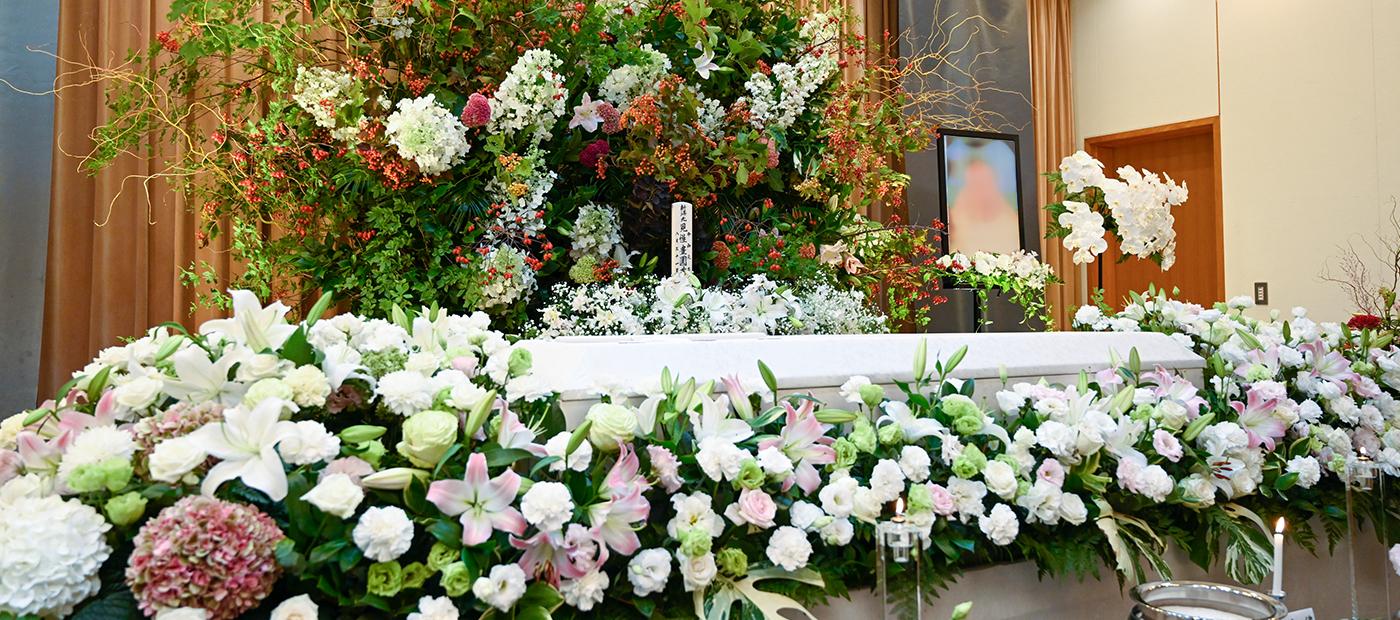 皆様の「想い」に沿った花や祭壇を、皆様と共に創り上げていく事が、青葉台フローリストのこだわりです